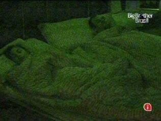 Maria e Daniel dormem tranquilos