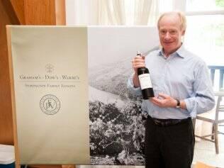 Dominic Symington durante encontro que reúne 11 integrantes de tradicionais famílias produtoras de vinho