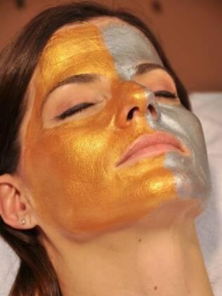 No Institulo Blanch Marie, máscara de ouro finaliza tratamento com efeito lifting