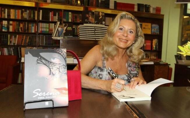 Vera Fischer no lançamento de seu livro