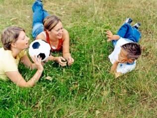 Pesquisa mostra que não há mal nenhum em uma criança ser criada por um casal do sexo feminino