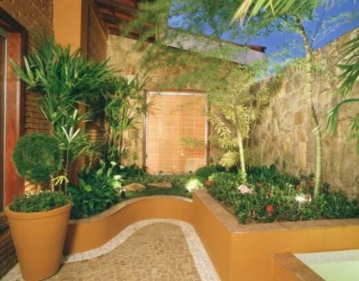 fotos jardins pequenos residenciais:Pin Jardins Residenciais Pequenos 01 on Pinterest