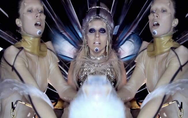 Lady Gaga entre duas imagens de Raquel Zimmermann
