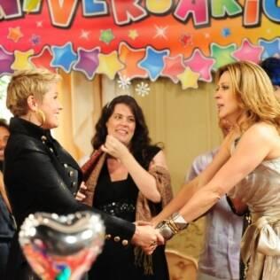 Xuxa faz surpresa para Jaqueline em festa de aniversário