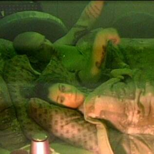 Maria dorme ao lado de Diogo no Lado B