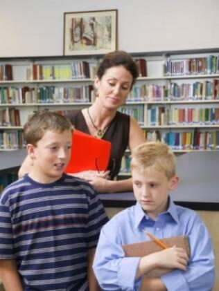 Observação constante: pais devem conhecer a vida social dos filhos e manter o diálogo aberto para corrigir o bullying