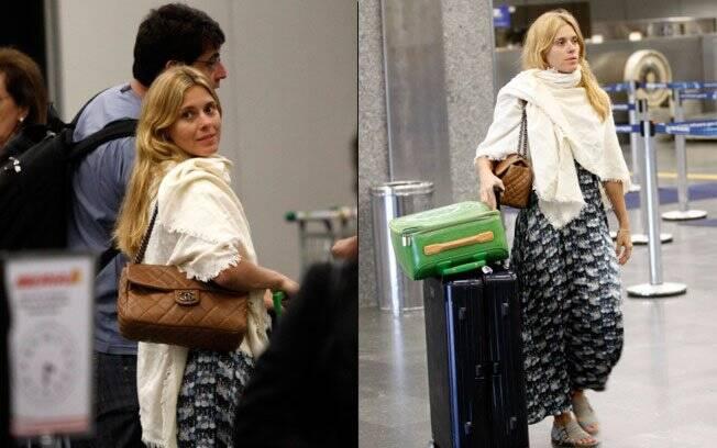 Carolina Dieckmann no Aeroporto Internacional do Rio de Janeiro
