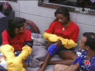 Daniel, Jaque e Tata conversam sobre votação