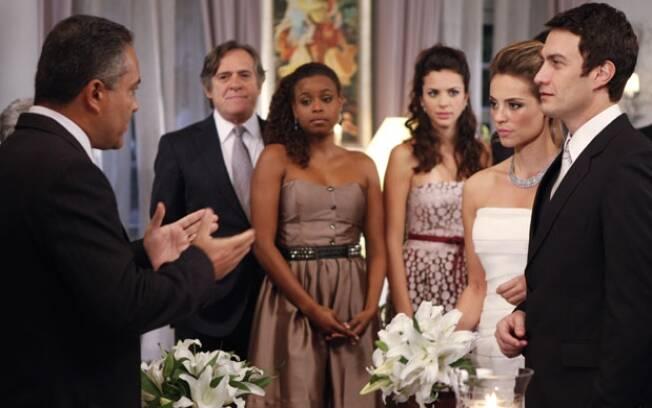 Marina e Léo se casam na mansão de Vitória