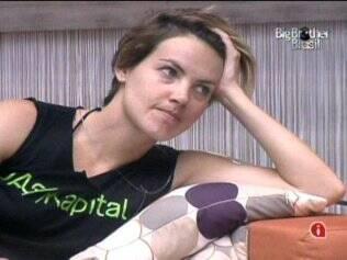 Diana conta para Daniel como era a sua vida no Rio