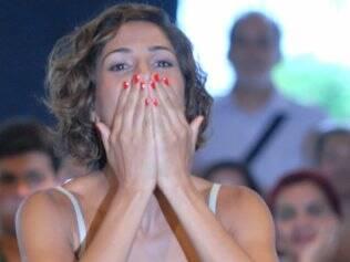 Camila Pitanga: corte chanel para cabelos enrolados por Mauro Freire