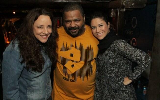 Ana Carolina, Arlindo Cruz e Maria Rita se divertem na noite carioca