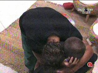 Maurício abraça Diogo e diz que seus sentimentos em relação ao brother não mudaram