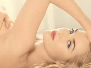 Kate Winslet posa nua para Mario Testino