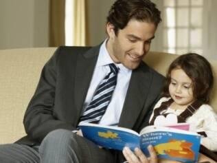 Pais devem ler para seus filhos e para eles mesmos, indicam autores
