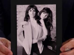 Foto das irmãs Penélope e Monica Cruz mostrada pelo apresentador Jimmy Kimmel