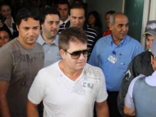 Marrone deixou o hospital escoltado por policiais