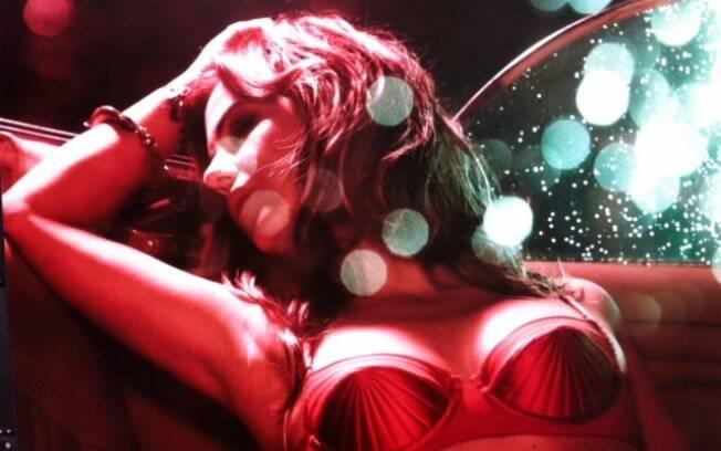 Guilhermina Guinle posa em foto sensual usando sutiã inspirado no clássico Jean Paul Gaultier usado por Madonna
