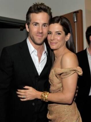 Ryan Reynolds e Sandra Bullock: virada do ano em jantar com amigos