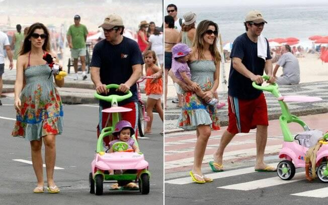 Ingrid Guimarães passeio pela orla carioca com a filha Clara e o marido
