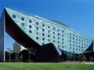 Arquitetura surpreendente no Hotel Unique, projeto de Ruy Ohtake, em São Paulo