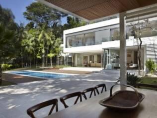 Transparência e integração dos ambientes marcam o projeto da arquiteta Monica Druker