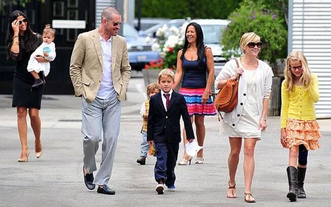 Camila Alves e Reese Witherspoon vão a missa acompanhada dos filhos