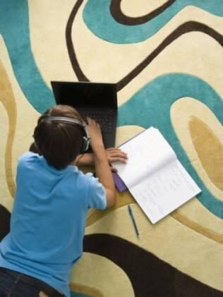 Os pais devem se manter vigilantes com as atividades dos filhos na rede