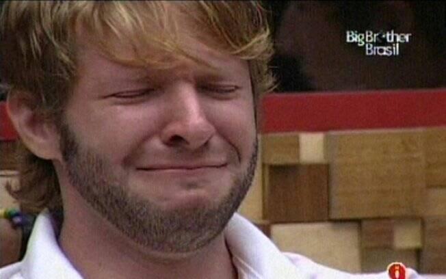Michel chora e lamenta sua eliminação do BBB10