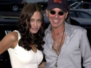 Angelina Jolie e Billy Bob Thornton com o pingente de sangue