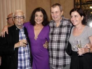 Sérgio Britto, Betty Faria, Daniel Filho e Olívia Byington comemoraram a estreia da peça
