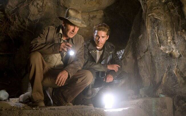 Harrison Ford e Shia LaBeouf em cena do filme Indiana Jones e a Caveira de Cristal
