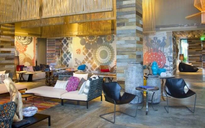 Patricia Urquiola trouxe para a decoração do hotel estampas e elementos artesanais da região feitos em palha e madeira de reflorestamento