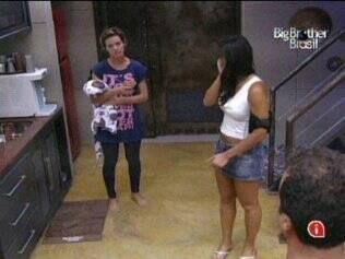 Diana e Talula conversam no Lado B