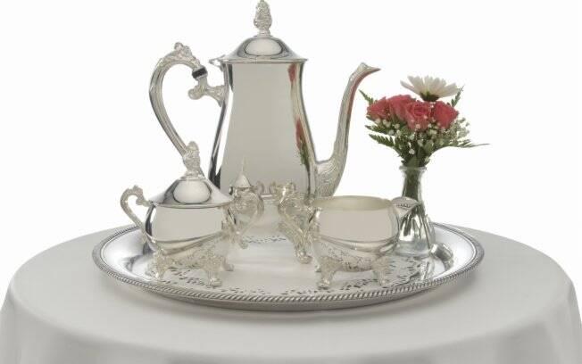 Em forma de luva ou manta, o Sempre Brilho deixa a prata brilhando sem utilizar produtos químicos