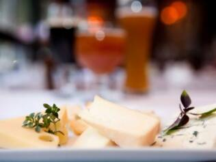 No namoro com o queijo, a cerveja pode levar vantagem