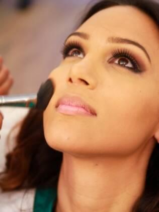 Daliane Menezes, Miss Rio Grande do Norte, passa pela sala de maquiagem após o café-da-manhã