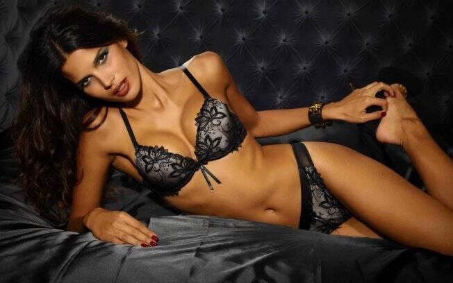 Raica Oliveira: campanha para grife de lingerie