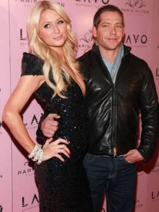 Paris Hilton e Cy Waits: cada um pro seu lado