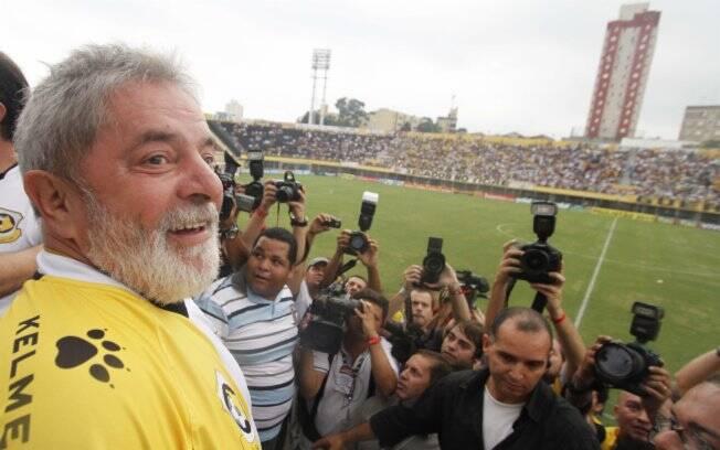 Foto  AE Lula voltou a Estádio 1º de Maio em que discursava como líder  sindical. Foto  6ee962ea967d4