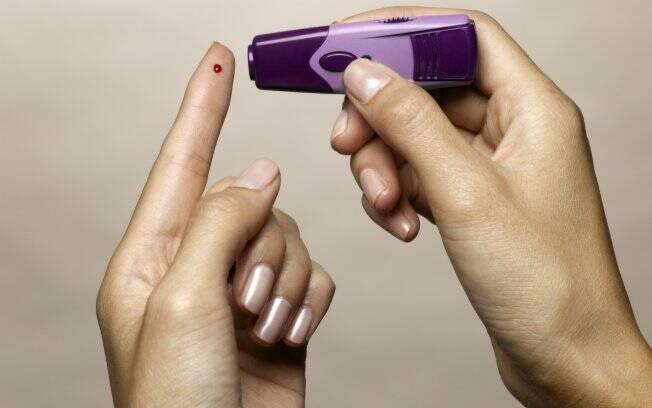 Diabetes é uma das doenças que mais cresce no mundo; alguns portadores precisam tomar insulina para controlar o problema