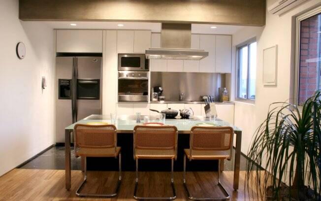 Com a reforma, a cozinha foi integrada à sala