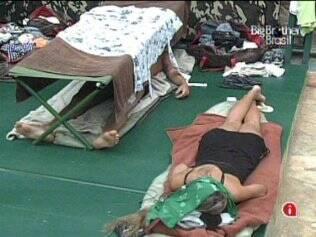 Brothers dormem no Acampamento