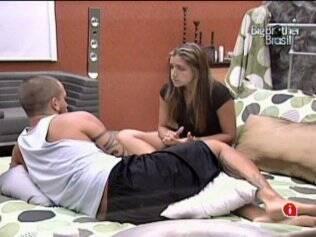 Diogo e Natália conversam sobre o desentendimento que tiveram