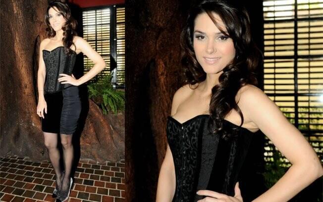 A bela atriz Fernanda Machado pecou pelo excesso de sensualidade no look; a saia também marcou o que não deveria