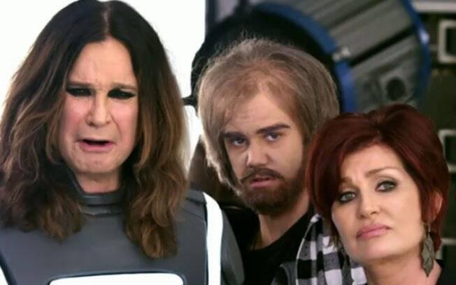 Bieber (ao centro), disfarçado, ao lado de Ozzy Osbourne