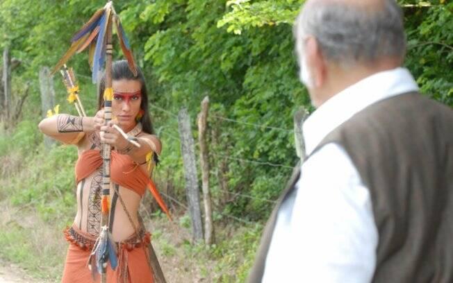 Estela prepara uma armadilha e assusta Max