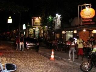 No centro noturno da Praia de Ponta Negra, opções para comer e se divertir