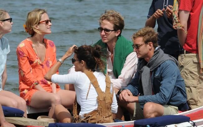 Pierre Casiraghi com a namorada e amigos nas águas de Punta del Este
