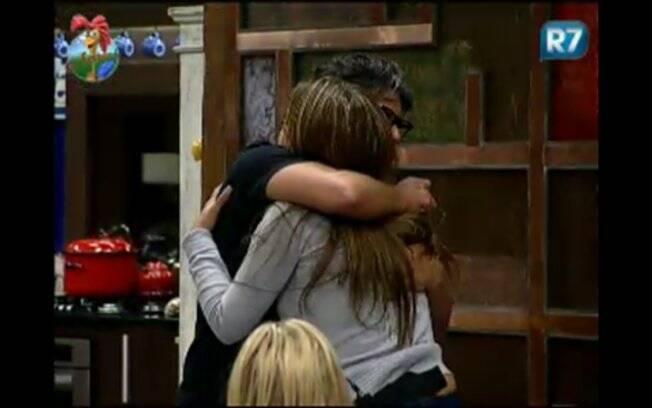 Raquel Pacheco aceita desculpas de João Kleber e termina o assunto com um abraço